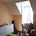 la grande chambre, côté fenêtre et pagaille